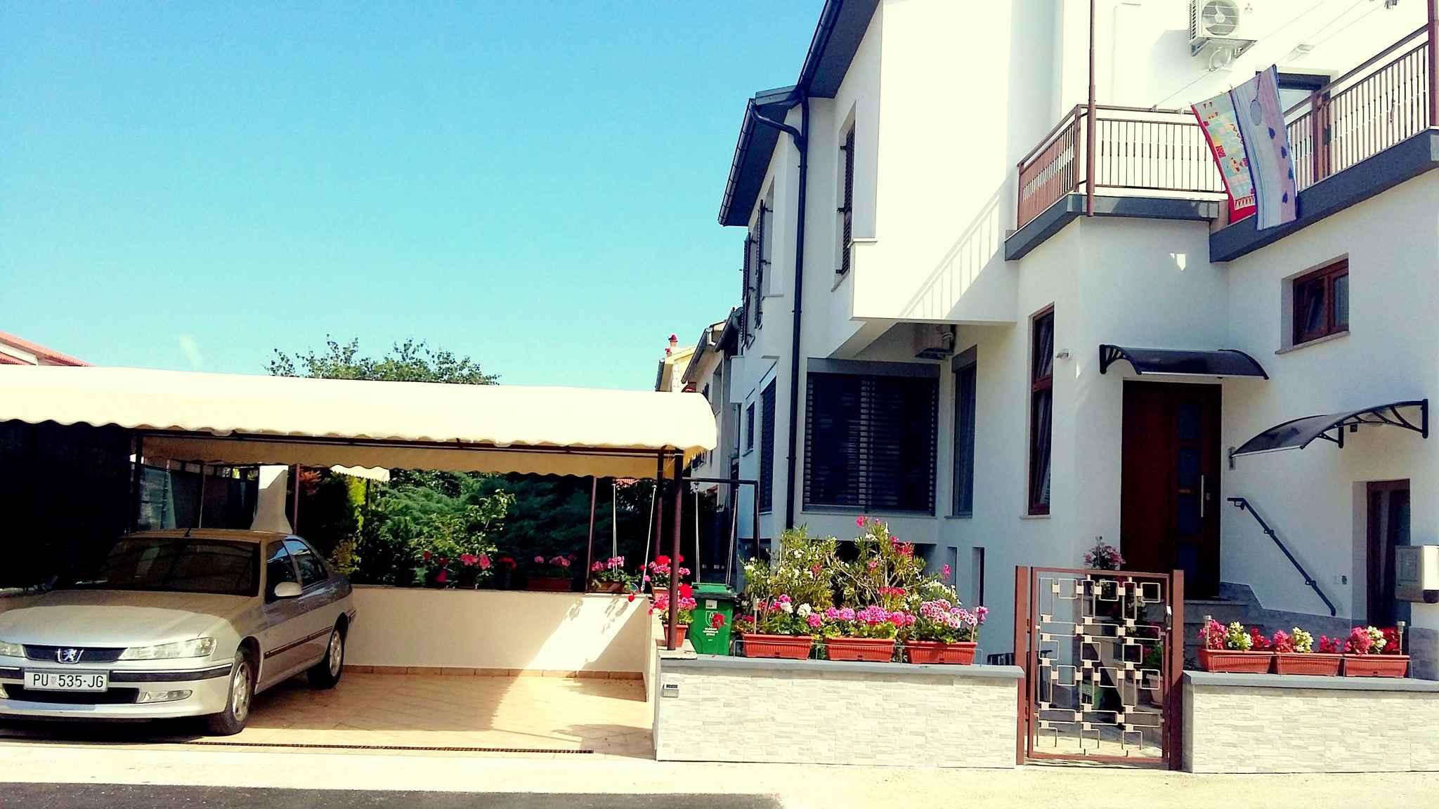 Ferienwohnung mit 55 qm Terrasse mit Meerblick (279767), Fažana, , Istrien, Kroatien, Bild 2