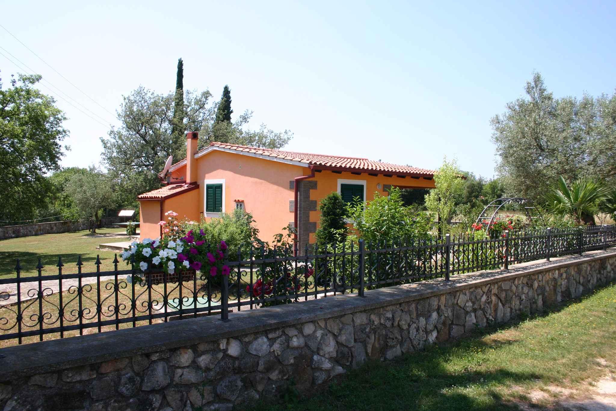Ferienhaus mit Garten, 2,5km vom Meer entfernt (281005), Rovinj, , Istrien, Kroatien, Bild 1