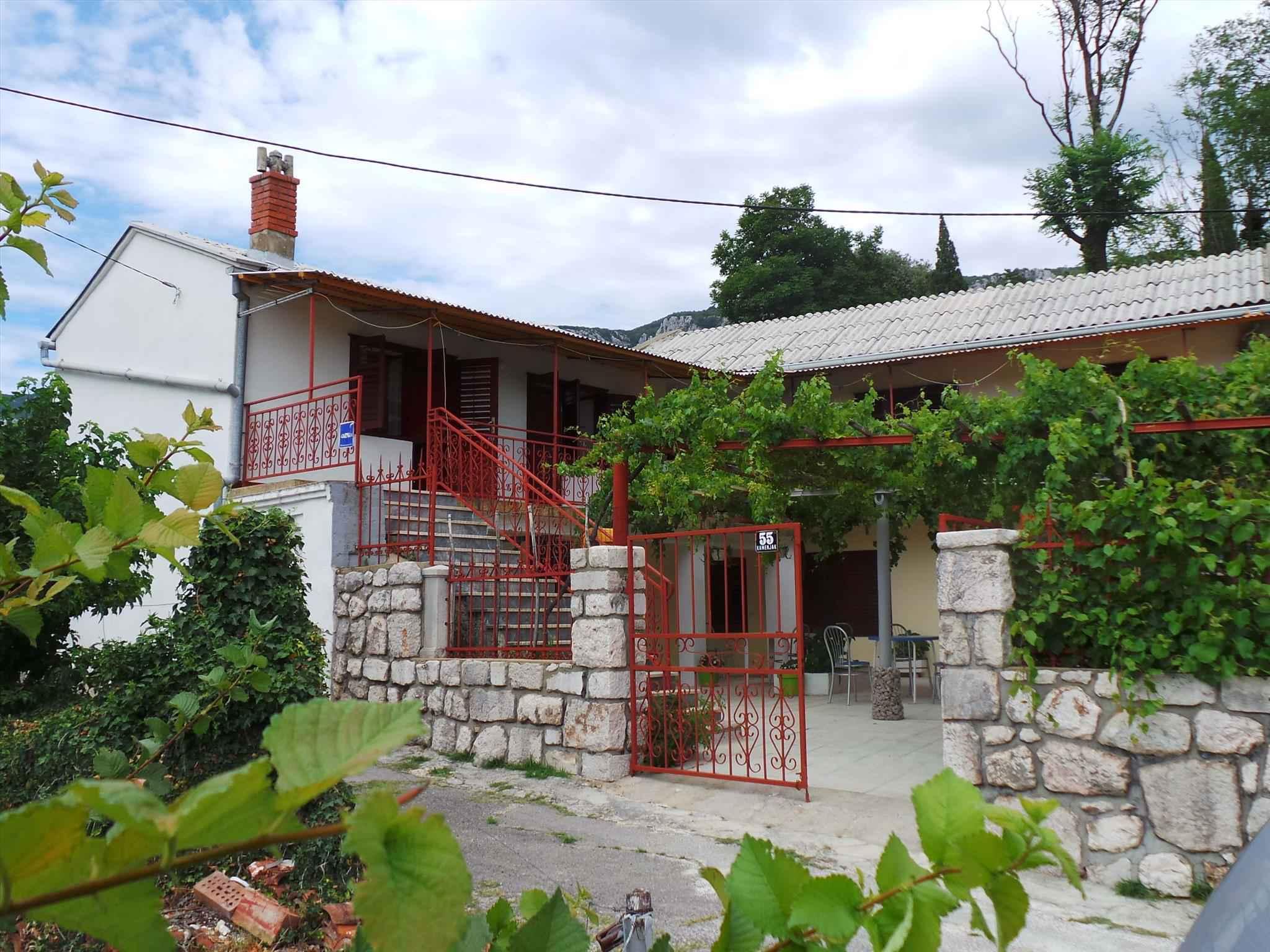 Ferienhaus mit 100 qm großer Terrasse  in Kroatien