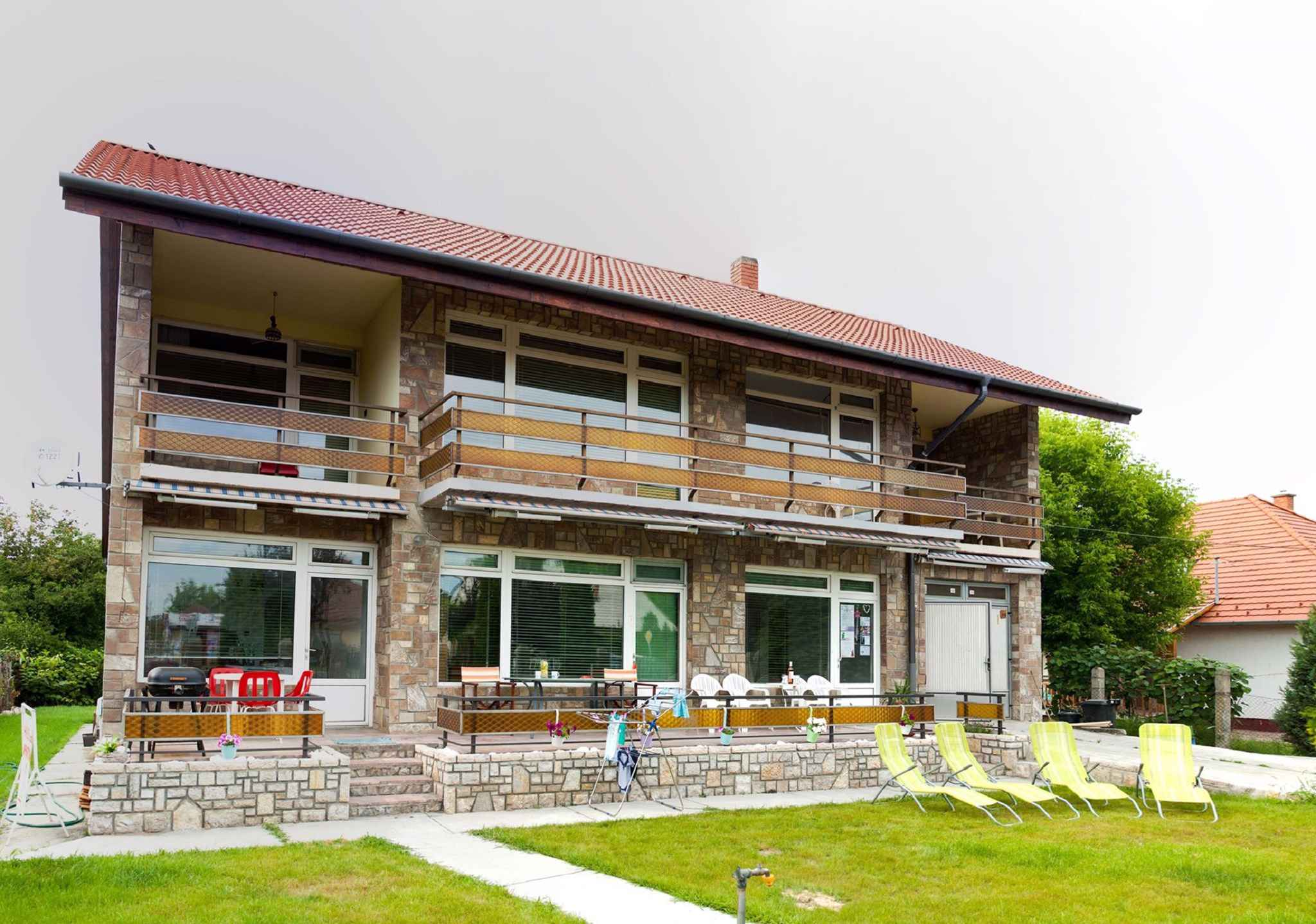 Ferienwohnung Kinderspielplatz und Garten, nur 300   Balatonlelle