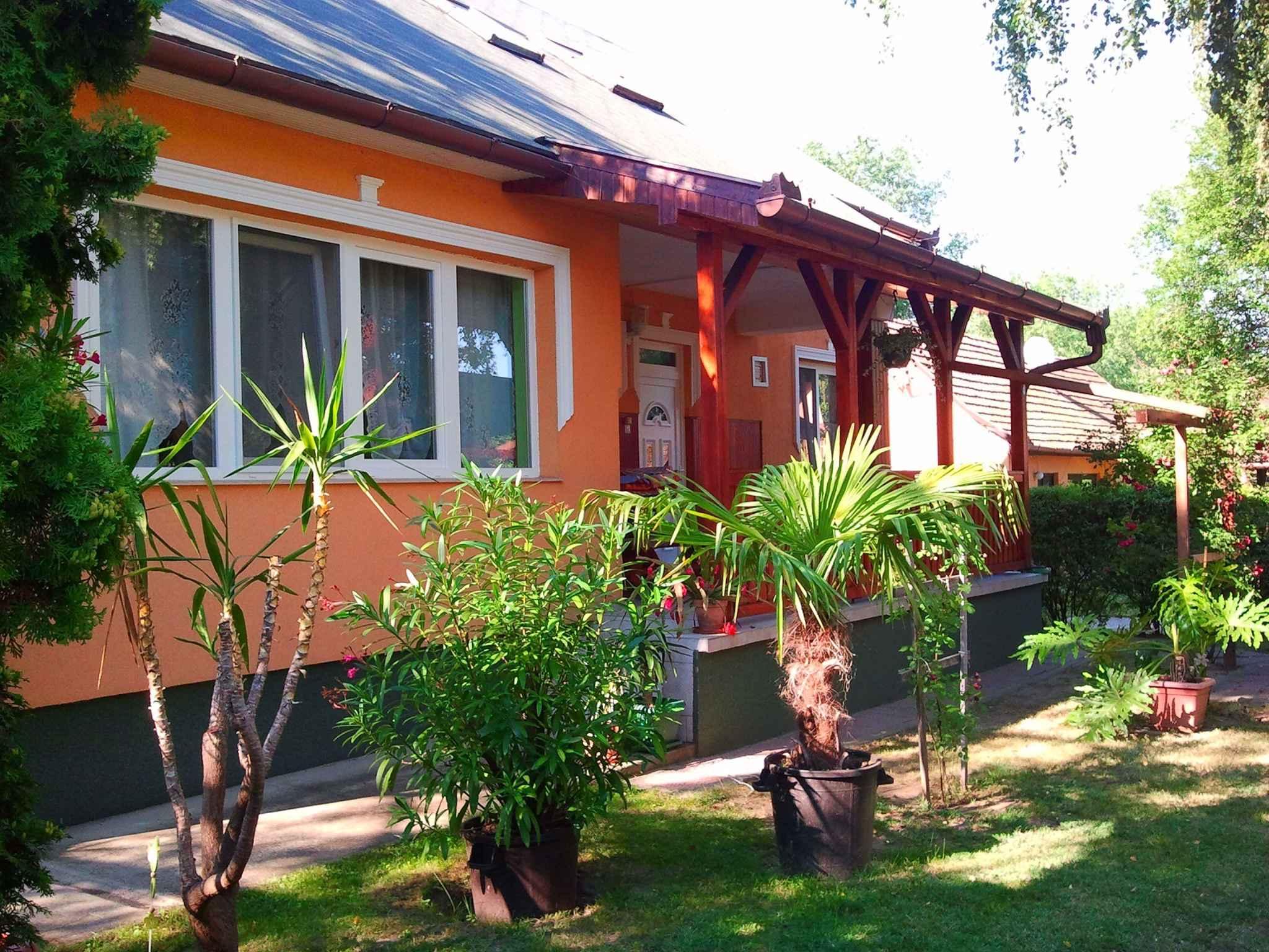 Ferienhaus mit Terasse und Grill Ferienhaus  Balatonlelle