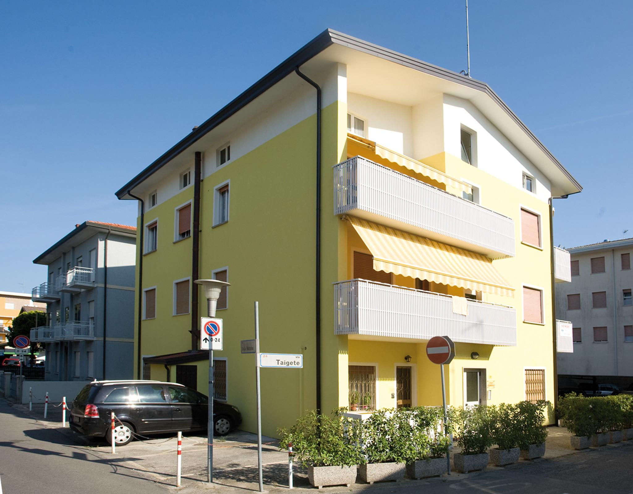 Ferienwohnung con lavatrice e balcone