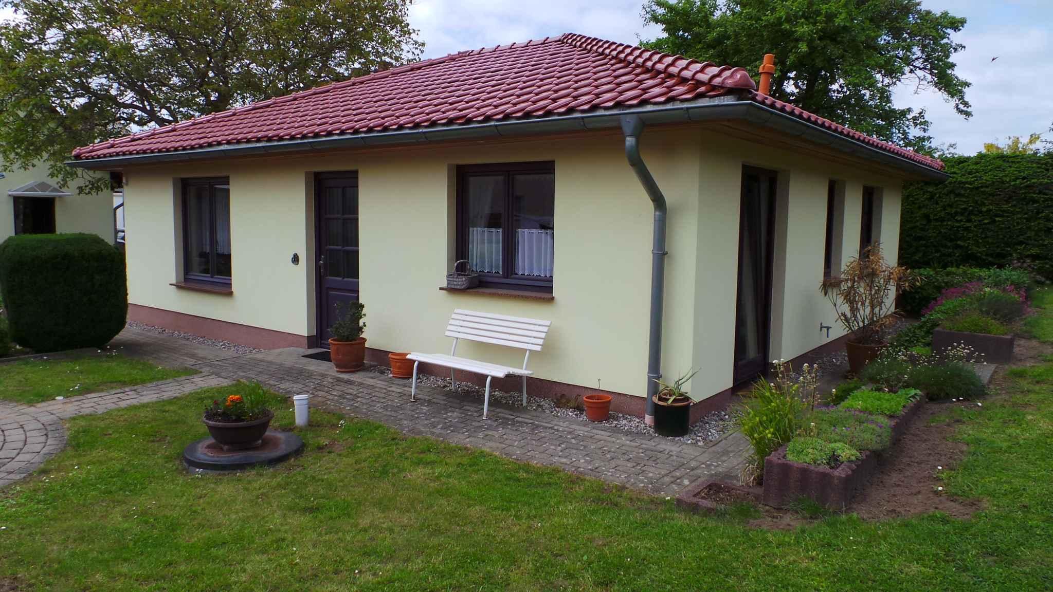 Ferienhaus Bungalow Ferienhaus mit Terrasse und Garten (358672), Bergen (Rügen), Rügen, Mecklenburg-Vorpommern, Deutschland, Bild 2