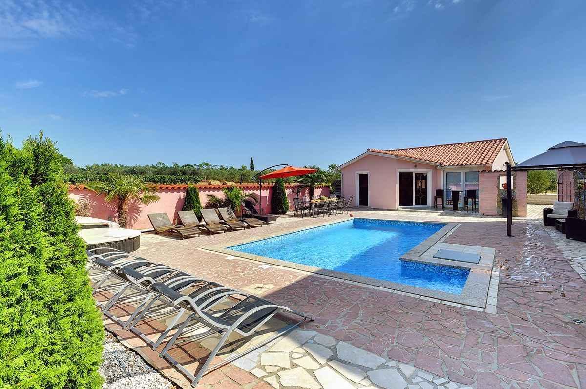 Ferienhaus mit Pool und Klimaanlage Ferienhaus in Kroatien