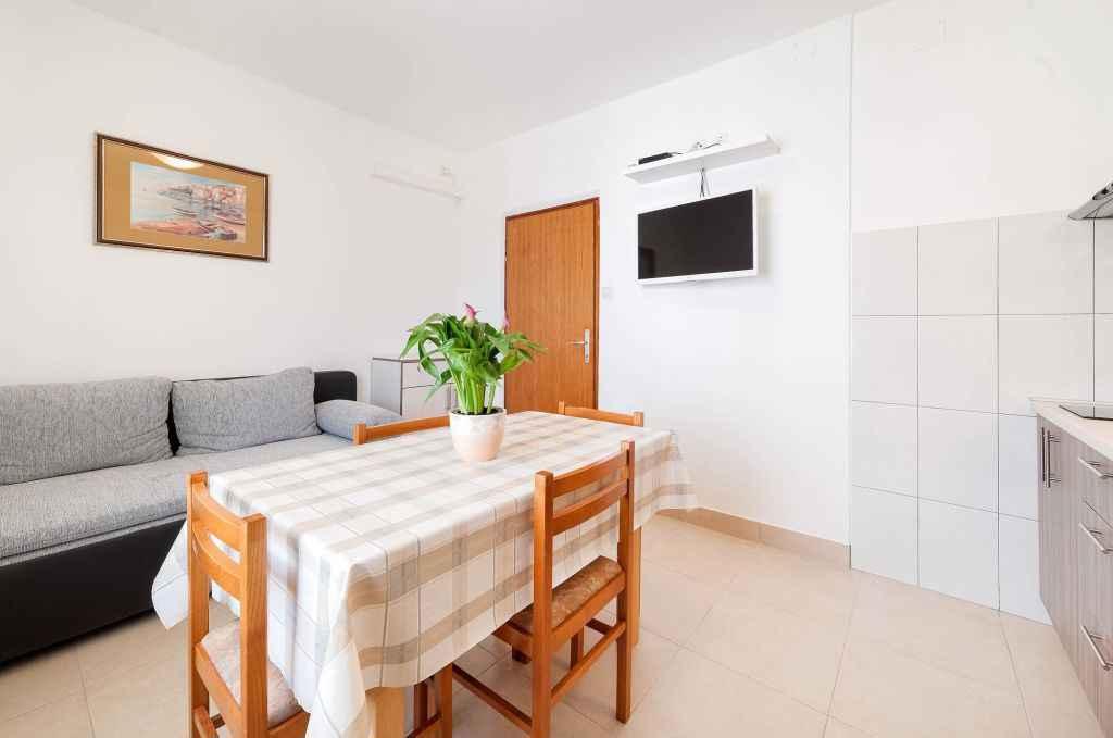 Ferienwohnung mit Klimaanlage und Balkon (278865), Vodice, , Dalmatien, Kroatien, Bild 9