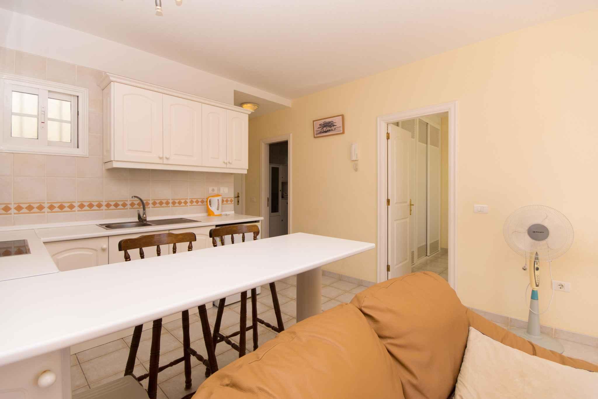 Holiday apartment mit Pool zur gemeinsamen Nutzung (2382910), Los Cristianos, Tenerife, Canary Islands, Spain, picture 9