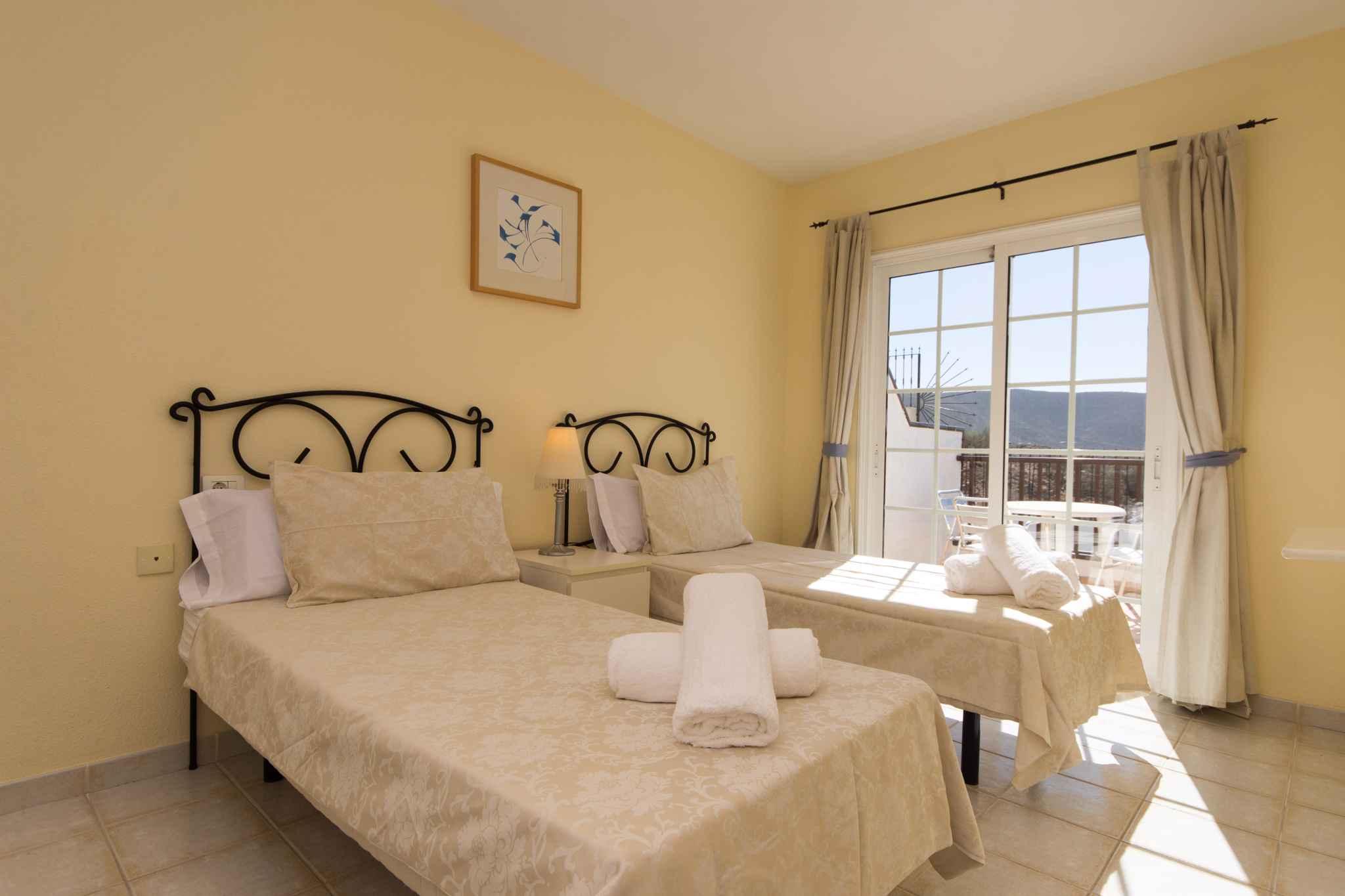 Holiday apartment mit Pool zur gemeinsamen Nutzung (2382910), Los Cristianos, Tenerife, Canary Islands, Spain, picture 16