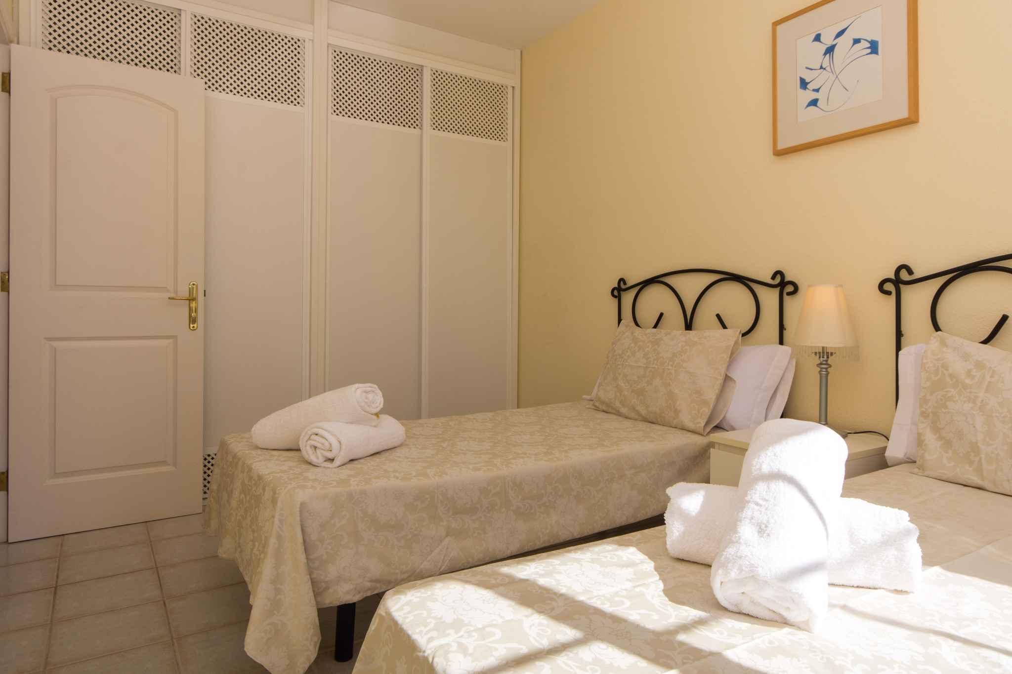 Holiday apartment mit Pool zur gemeinsamen Nutzung (2382910), Los Cristianos, Tenerife, Canary Islands, Spain, picture 17