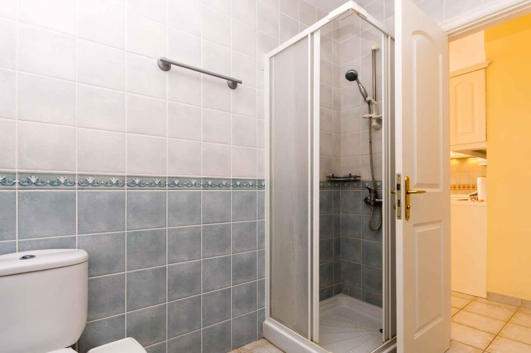 Holiday apartment mit Pool zur gemeinsamen Nutzung (2382910), Los Cristianos, Tenerife, Canary Islands, Spain, picture 10