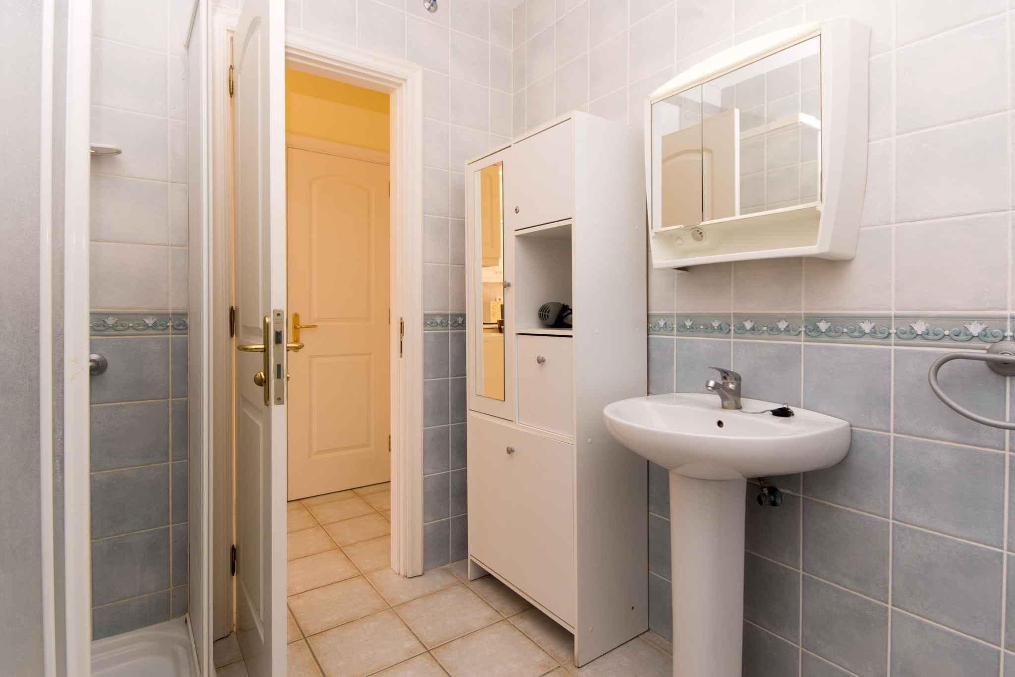 Holiday apartment mit Pool zur gemeinsamen Nutzung (2382910), Los Cristianos, Tenerife, Canary Islands, Spain, picture 11