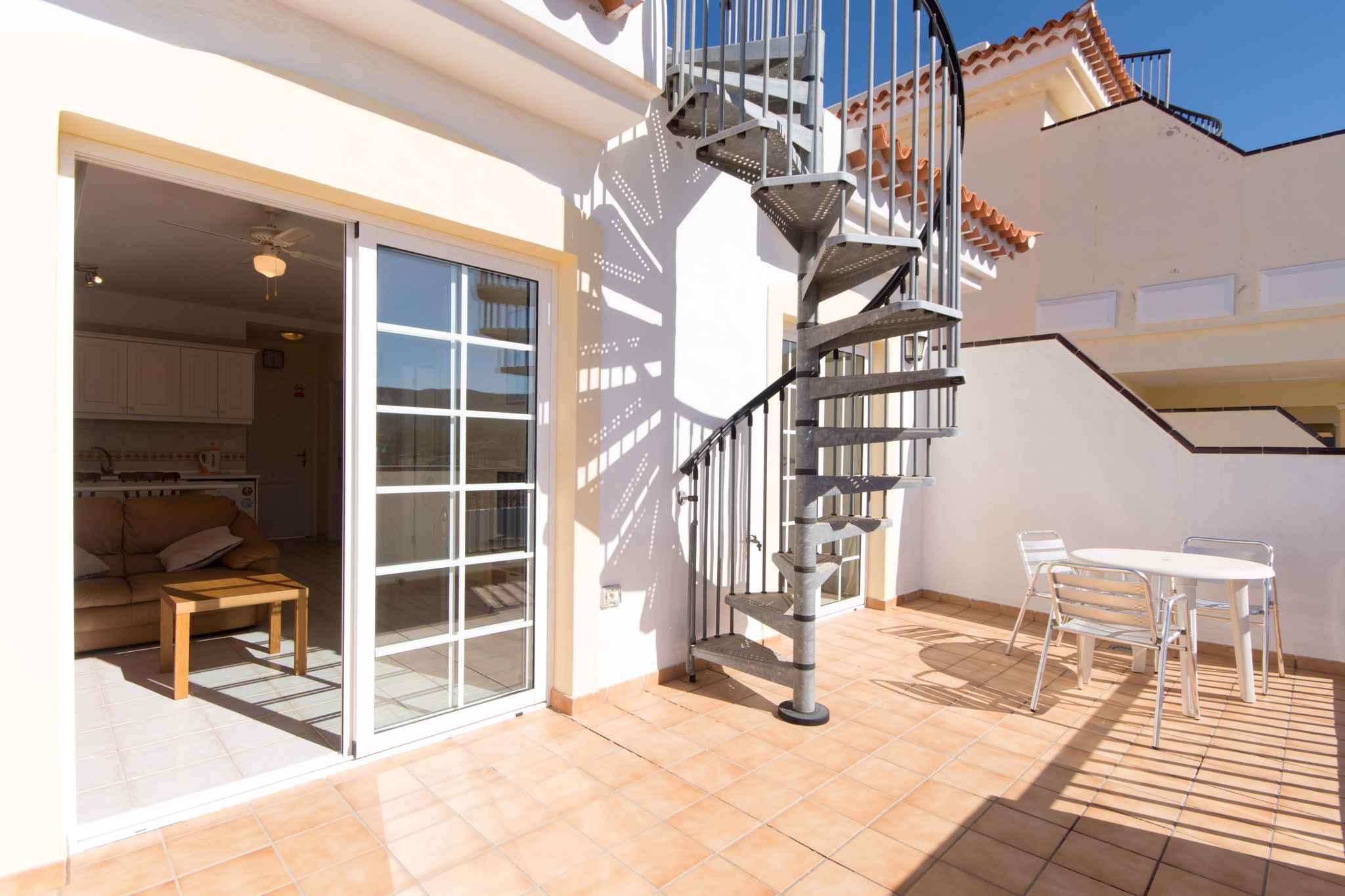 Holiday apartment mit Pool zur gemeinsamen Nutzung (2382910), Los Cristianos, Tenerife, Canary Islands, Spain, picture 2