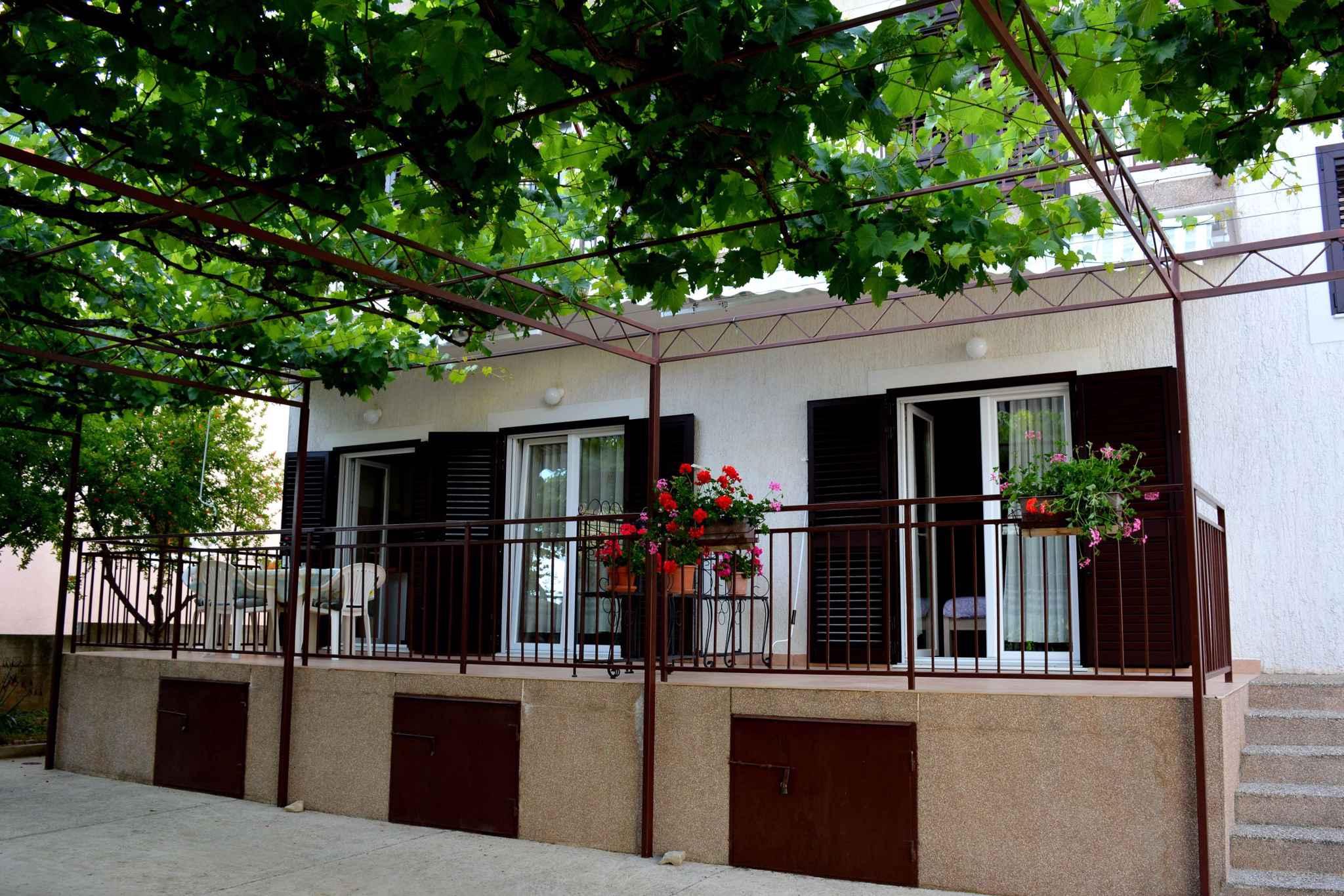Ferienwohnung mit 15 qm Terrasse (278773), Vodice, , Dalmatien, Kroatien, Bild 2