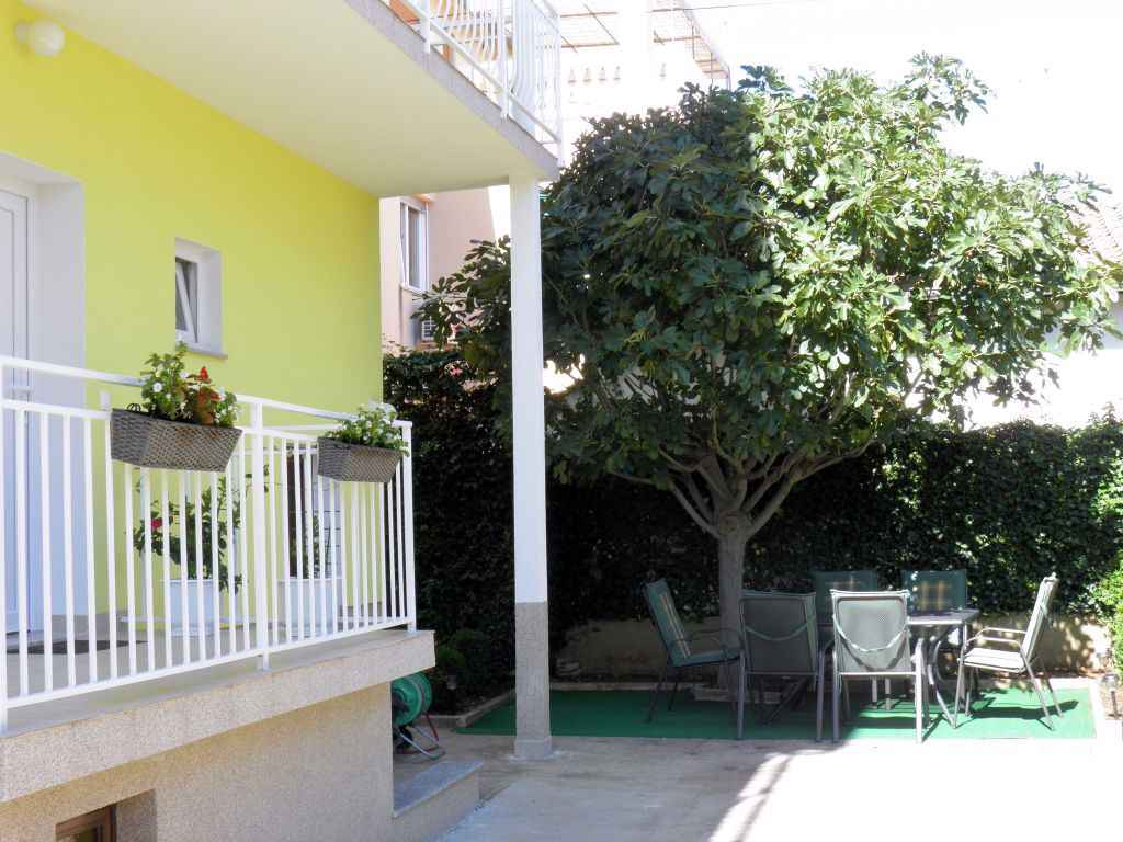 Ferienwohnung mit Klimaanlage und Balkon (278818), Vodice, , Dalmatien, Kroatien, Bild 2