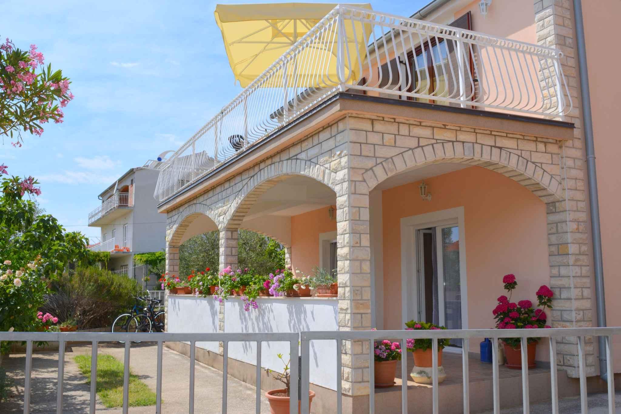 Ferienwohnung mit 25 qm großem Balkon und Klimaanlage (278782), Vodice, , Dalmatien, Kroatien, Bild 1
