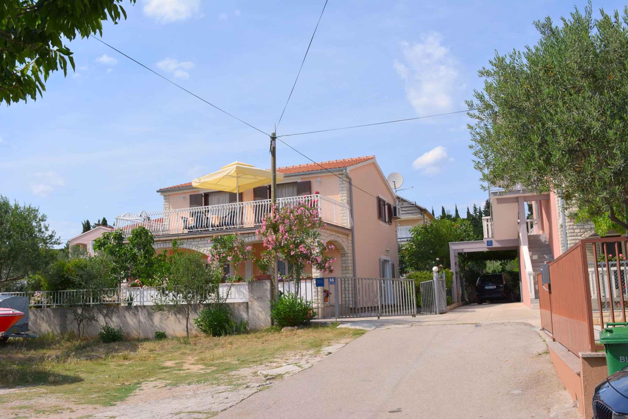Ferienwohnung mit 25 qm großem Balkon und Klimaanlage (278782), Vodice, , Dalmatien, Kroatien, Bild 2