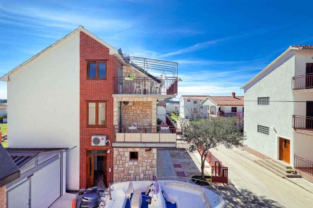 Ferienwohnung mit Klimaanlage und Balkon (278866), Vodice, , Dalmatien, Kroatien, Bild 2