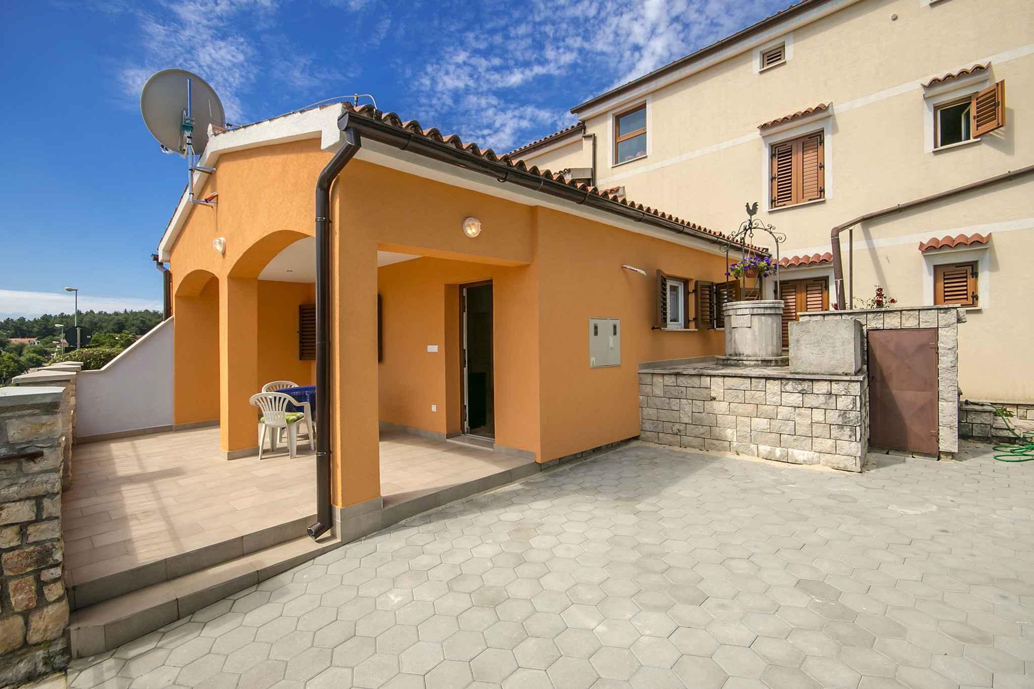 Ferienwohnung mit Garten und Grill (280240), Porec, , Istrien, Kroatien, Bild 2